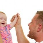 אבא שלקח חופשת לידה עם התינוקת שלו