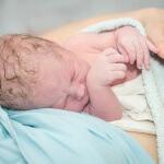 אם ותינוק לאחר הלידה