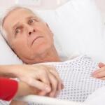 חולה סופני שוכב במיטה